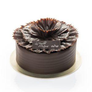 """Feuille d'automne"""", o bezea umpluta cu mousse de ciocolata si cu glazura de ciocolata neagra"""